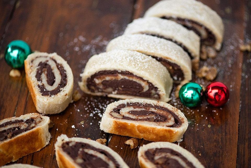 Food blogger, Bella Bucchiotti of xoxoBella shares a recipe for one of her favourite Christmas cookies. These chocolate roll cookies are perfect for your holiday baking, Christmas baking or cookie swaps.