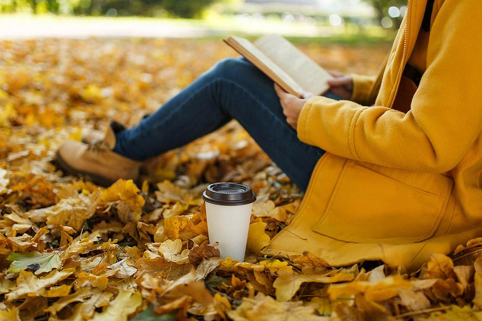 Lifestyle blogger, Bella Bucchiotti, of xoxoBella shares her fall reading list. If you are a book lover, you should check out these great autumn reads.
