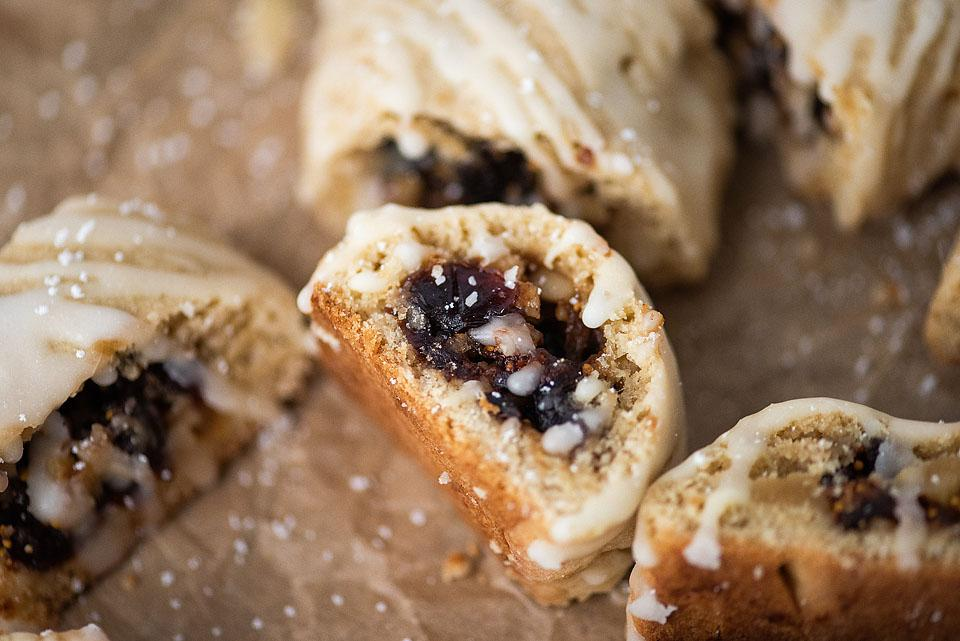 Food blogger, Bella Bucchiotti of xoxoBella shares these fig Christmas cookies which would be a great addition to your holiday baking or Christmas baking this season.