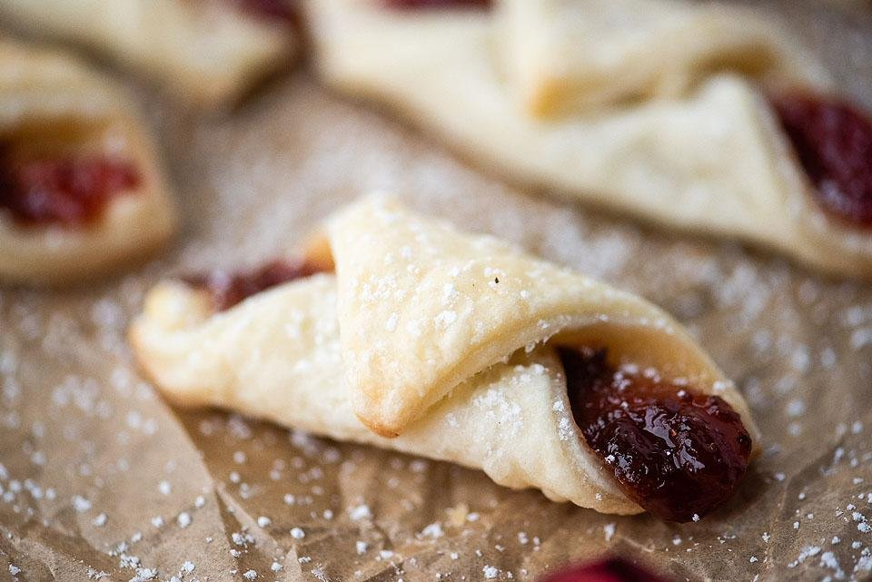 Food blogger, Bella Bucchiotti of xoxoBella shares a recipe for some easy to make Christmas cookies. Kolachy cookies are a great addition to your holiday baking or Christmas baking list this season.