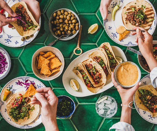 Food blogger, Bella Bucchiotti of xoxoBella, shares all the best Cinco de Mayo recipes. You will love these Mexican food ideas.