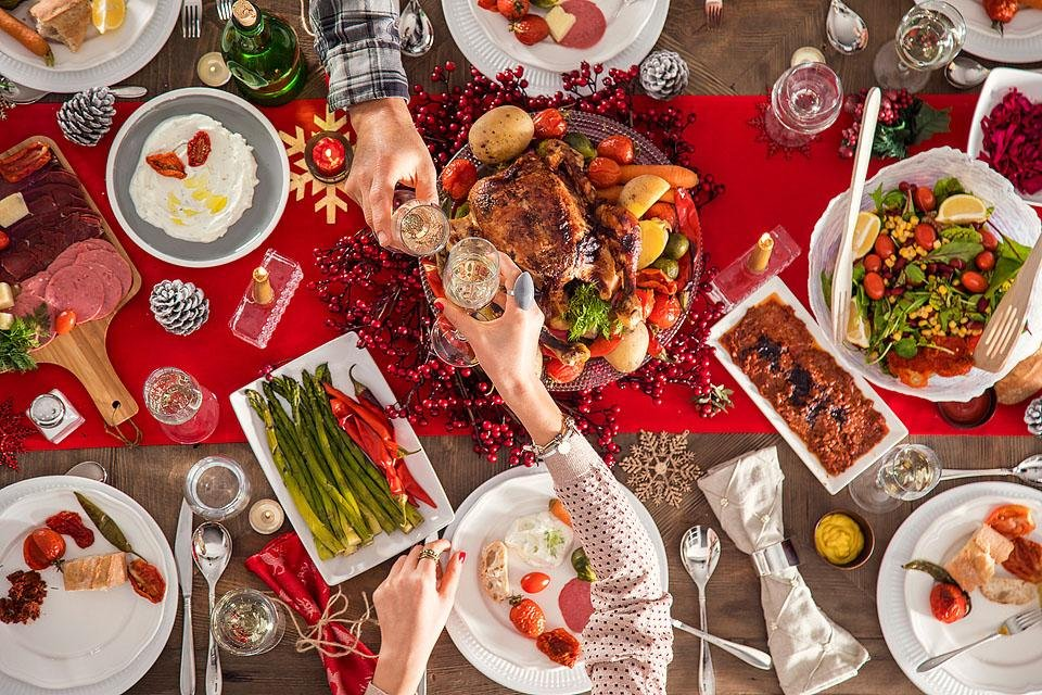 Lifestyle blogger, Bella Bucchiotti of xoxoBella shares some holiday health tips. These will help you to stay healthy for the holidays this year.