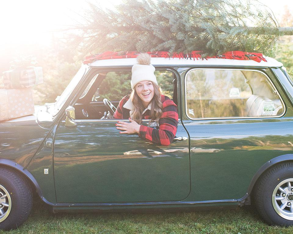 Lifestyle blogger, Bella Bucchiotti of xoxoBella shares her best tips for a sustainable Christmas and a sustainable holiday season. If you are looking for going green for Christmas, check out these sustainability tips.