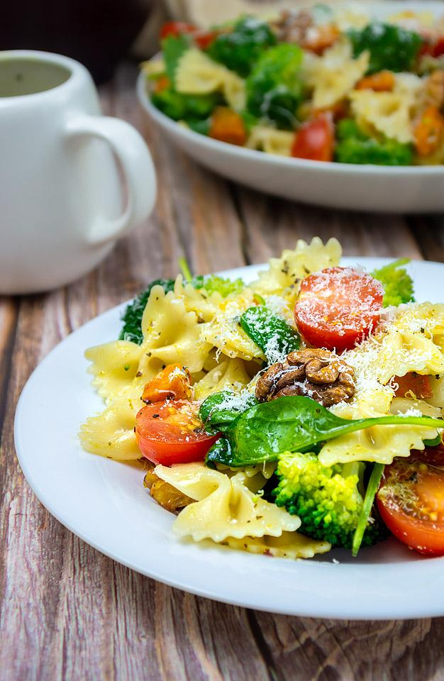 Food blogger, Bella Bucchiotti of xoxoBella, shares a recipe for broccoli pasta salad with roasted squash and walnuts. You will love this vegan pasta salad recipe.