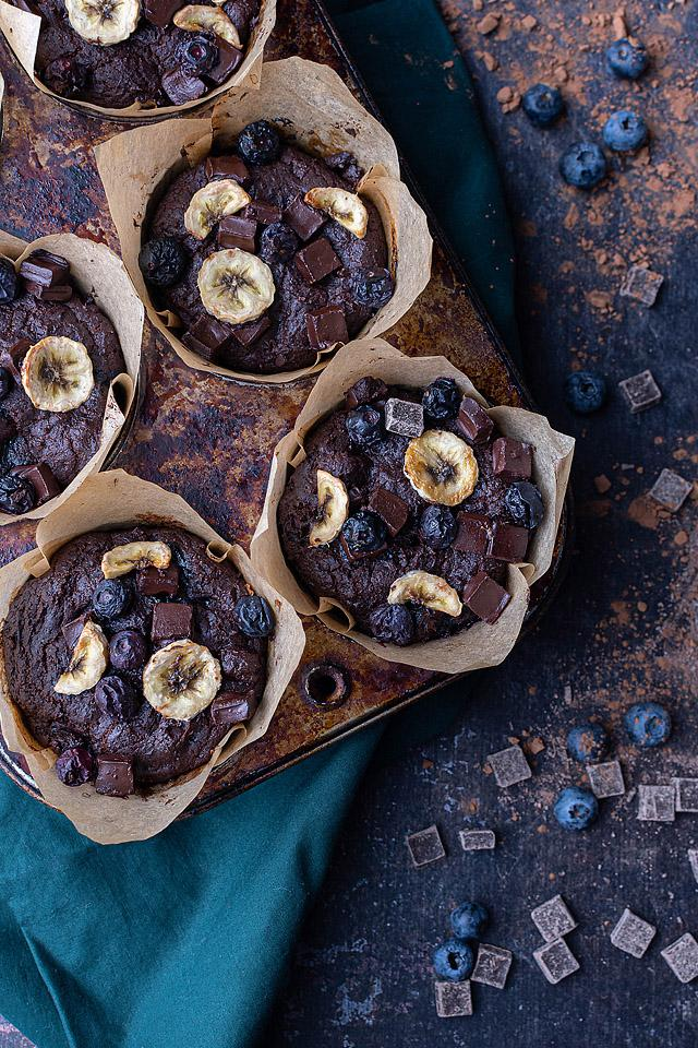 Food blogger, Bella Bucchiotti of xoxoBella, shares a recipe for blueberry banana muffins. These tasty, healthy muffins can be enjoyed for breakfast, or as a snack or dessert.