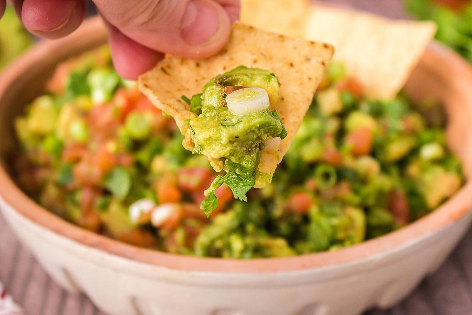 Food blogger, Bella Bucchiotti of xoxoBella, shares a chunky guacamole recipe. If you are looking for an easy guacamole recipe for traditional guacamole, this is for YOU!