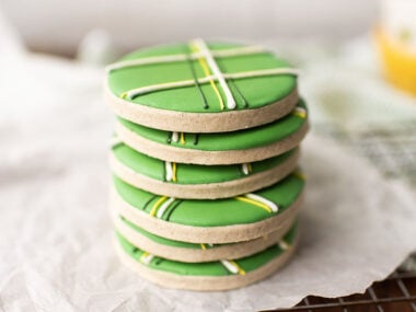 Food blogger, Bella Bucchiotti of xoxoBella, shares a recipe for gluten free sugar cookies for St, Patrick's Day. If you're looking for a dessert for Saint Patty's, this is it!