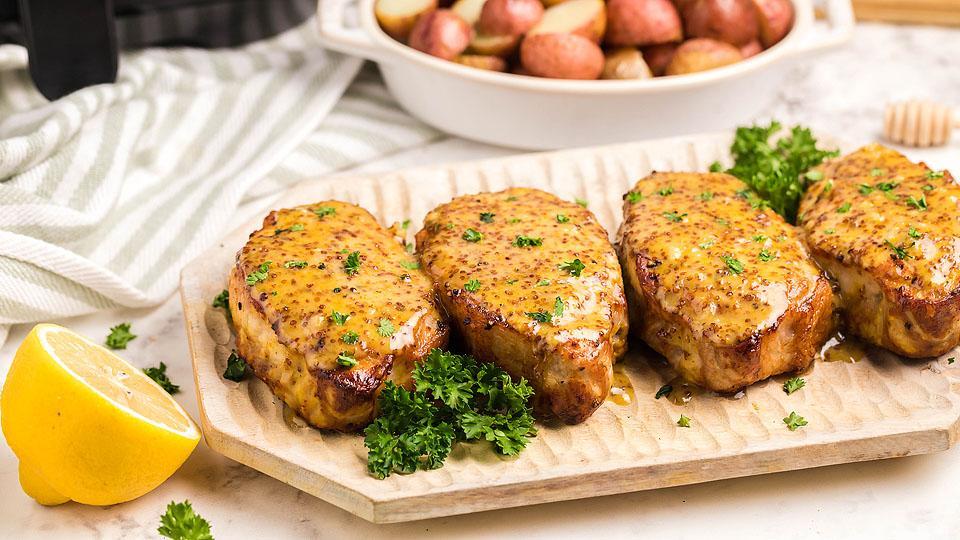 Food blogger, Bella Bucchiotti of xoxoBella shares a recipe for air fryer honey mustard pork chops. You will love this honey mustard pork sauce.