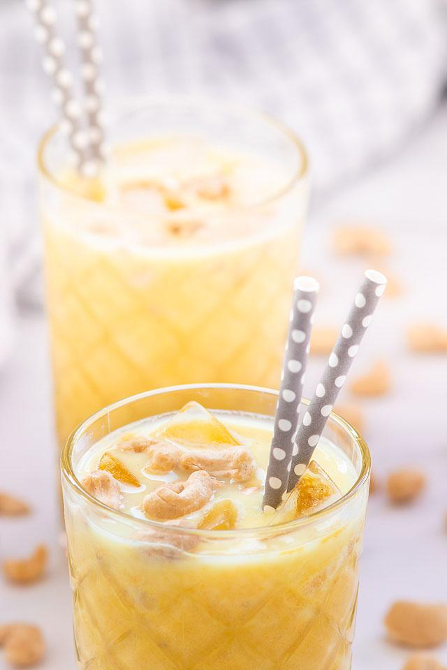 Food blogger, Bella Bucchiotti of xoxoBella, shares a banana smoothie with cashew butter. You will love this dairy free banana smoothie recipe!