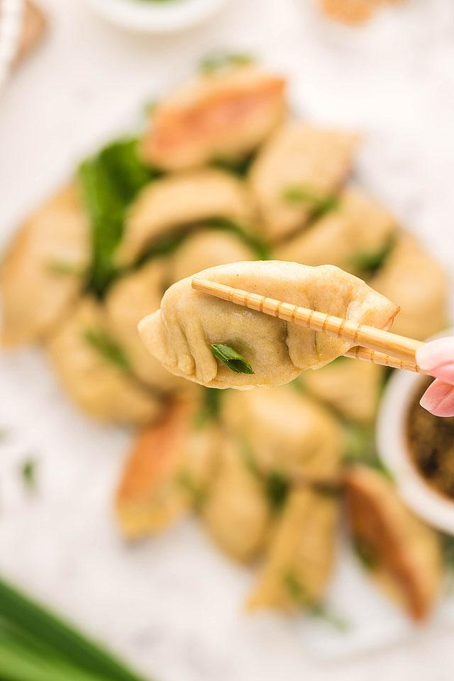 Food blogger, Bella Bucchiotti of xoxoBella, shares a recipe for gluten free potstickers (pork dumplings) with sesame sauce. This gluten free gyoza recipe will become a favourite!