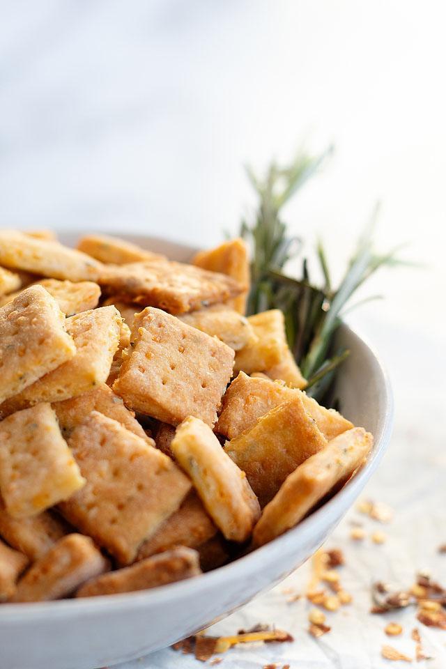 Food blogger, Bella Bucchiotti of xoxoBella, shares a recipe for homemade rosemary cheddar cheese crackers. These rosemary and cheddar crackers are an easy homemade cracker recipe.