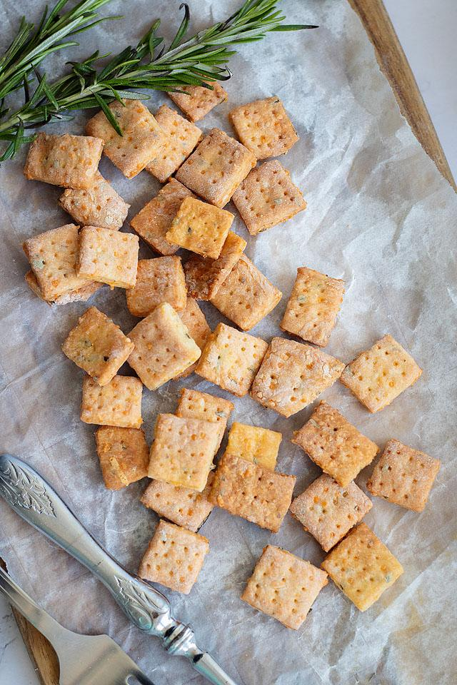 Food blogger, Bella Bucchiotti of xoxoBella, shares a recipe for homemade rosemary cheddar cheese crackers. They are an easy cracker recipe if you are looking for homemade cheese bites.