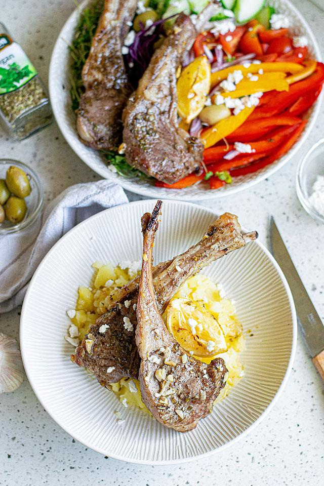 Food blogger, Bella Bucchiotti of xoxoBella, shares a recipe for some juicy Greek lemon baked pork chops. This is such an easy pork chop recipe for those looking to try out some Greek pork chops.