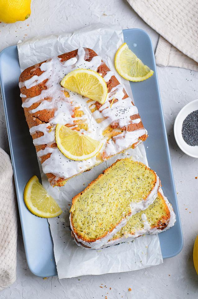 Food blogger, Bella Bucchiotti of xoxoBella, shares a Starbucks lemon poppy seed loaf copycat recipe. You will love this lemon glazed loaf recipe!