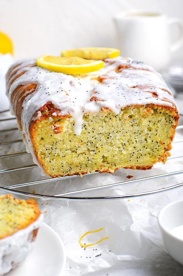 Food blogger, Bella Bucchiotti of xoxoBella, shares a Starbucks lemon poppy seed loaf copycat recipe. You will love this Starbucks copycat loaf recipe!