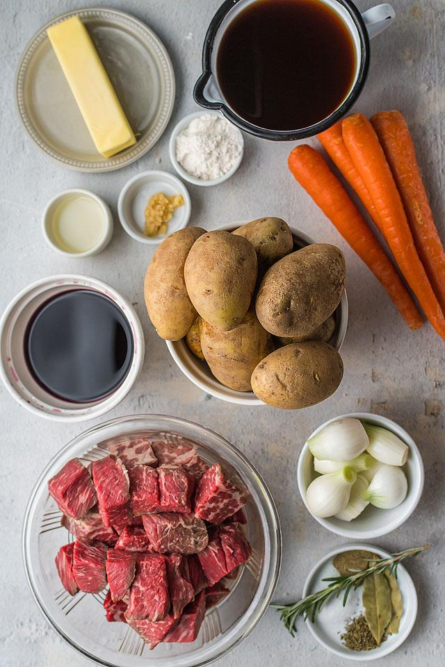 Food blogger, Bella Bucchiotti of xoxoBella, shares an easy beef and potato bake with a layered potato topping. You will love this beef and potato one pot meal.