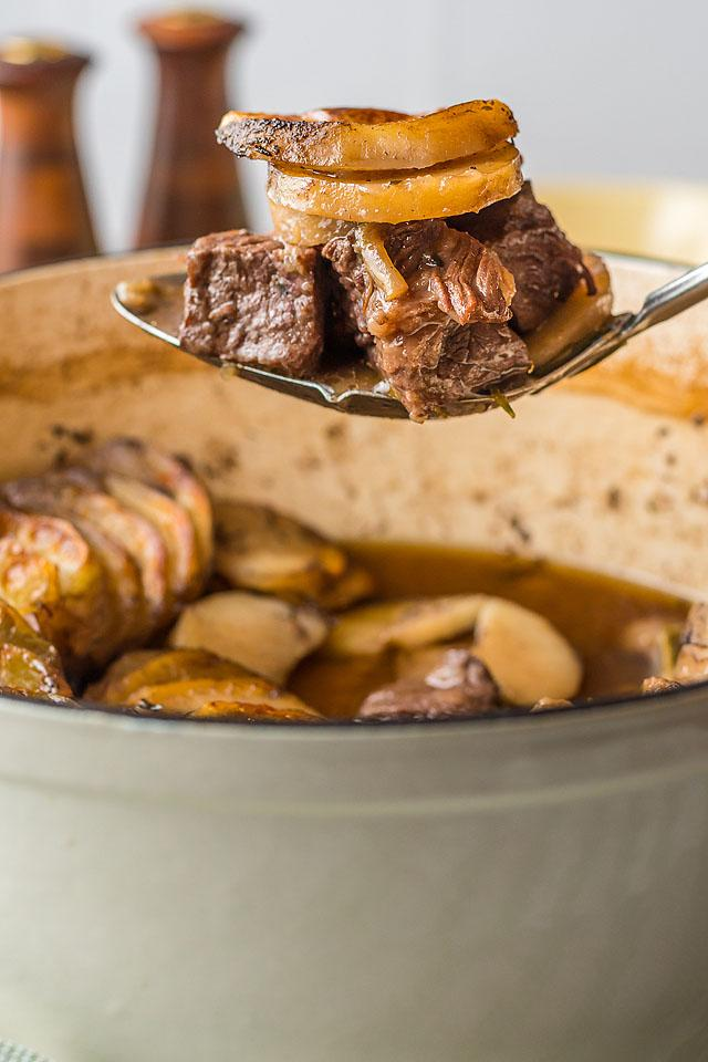 Food blogger, Bella Bucchiotti of xoxoBella, shares an easy beef and potato bake with a layered potato topping. You will love this one pot beef recipe!