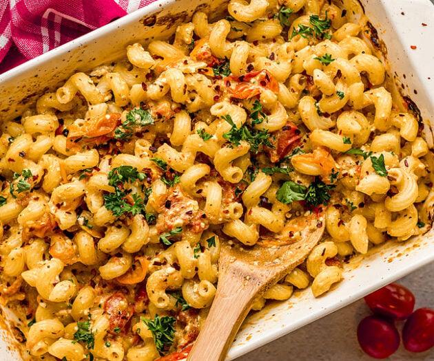 Food blogger, Bella Bucchiotti of xoxoBella, shares a recipe for baked feta pasta. This Tik Tok feta pasta hack is so delicious!