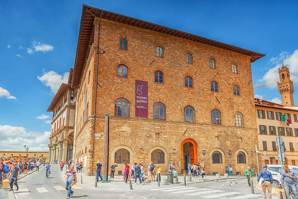 Travel blogger, Bella Bucchiotti of xoxoBella, shares a list of the worlds' top virtual museum tours and experiences that let you visit their exhibits from home. Check out these museum online tours!