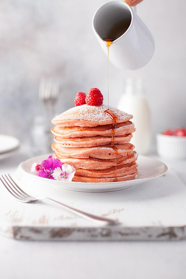 Food blogger, Bella Bucchiotti of xoxoBella, shares some fluffy pink pancakes. You will love this recipe with beetroot powder for pancakes kids love!
