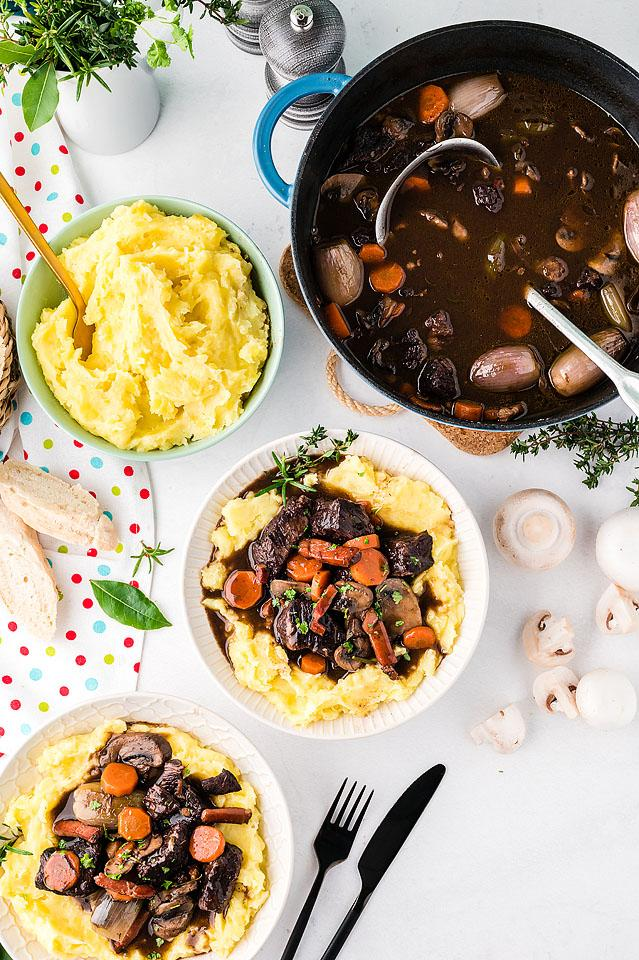 Food blogger, Bella Bucchiotti of xoxoBella, shares a recipe for boeuf bourguignon. This beef burgundy is a great recipe with beef and wine.