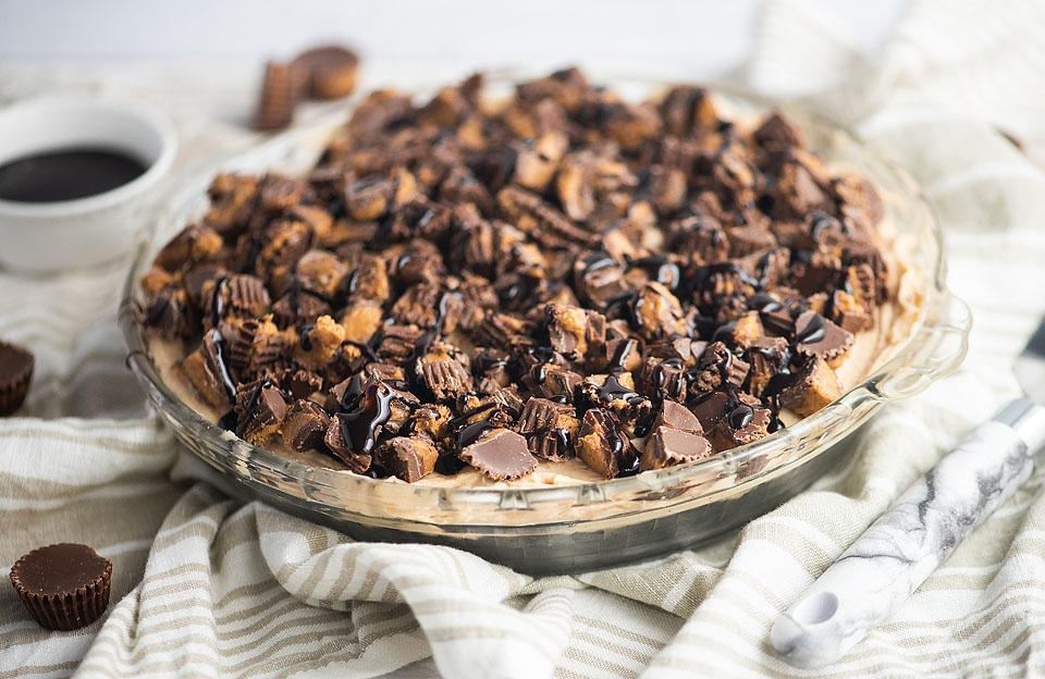 Food blogger, Bella Bucchiotti of xoxoBella, share a recipe for chocolate peanut butter pie. This peanut butter pie recipe is so easy to make with chocolate graham crust.