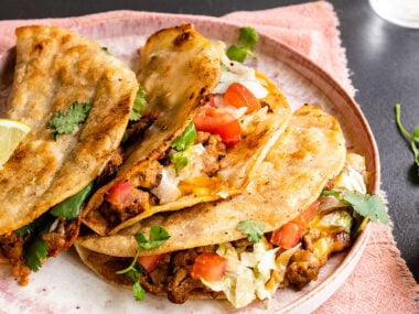 Food blogger, Bella Bucchiotti of xoxoBella, shares a recipe for crispy turkey tacos. This turkey taco recipe makes a quick and easy dinner.