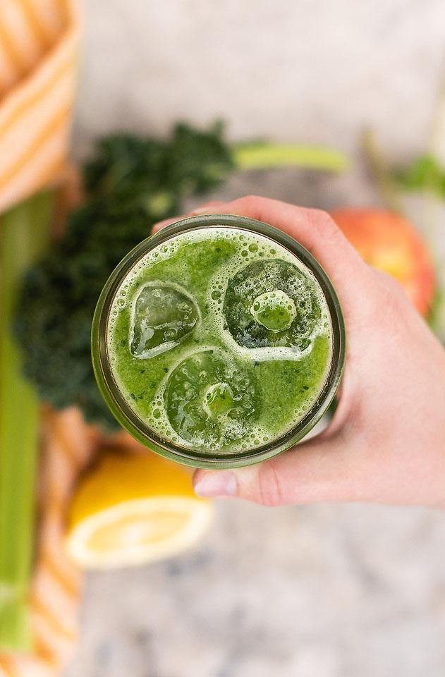 Food blogger, Bella Bucchiotti of xoxoBella, shares how to make green juice without a juicer. Now you can try juicing at home!