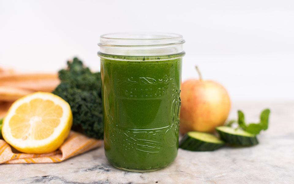 Food blogger, Bella Bucchiotti of xoxoBella, shares how to make green juice without a juicer. It is so easy to make green juice at home!