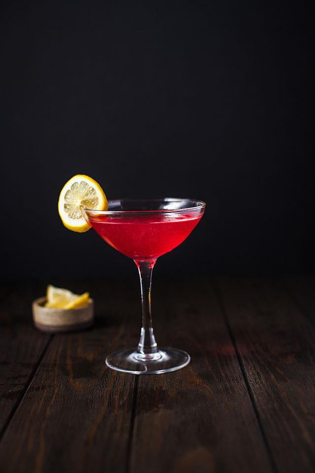 Food blogger, Bella Bucchiotti of xoxoBella, shares an easy cranberry cocktail recipe - the Cranberry Cosmopolitan. Learn how to make the perfect cosmopolitan aka cosmo.