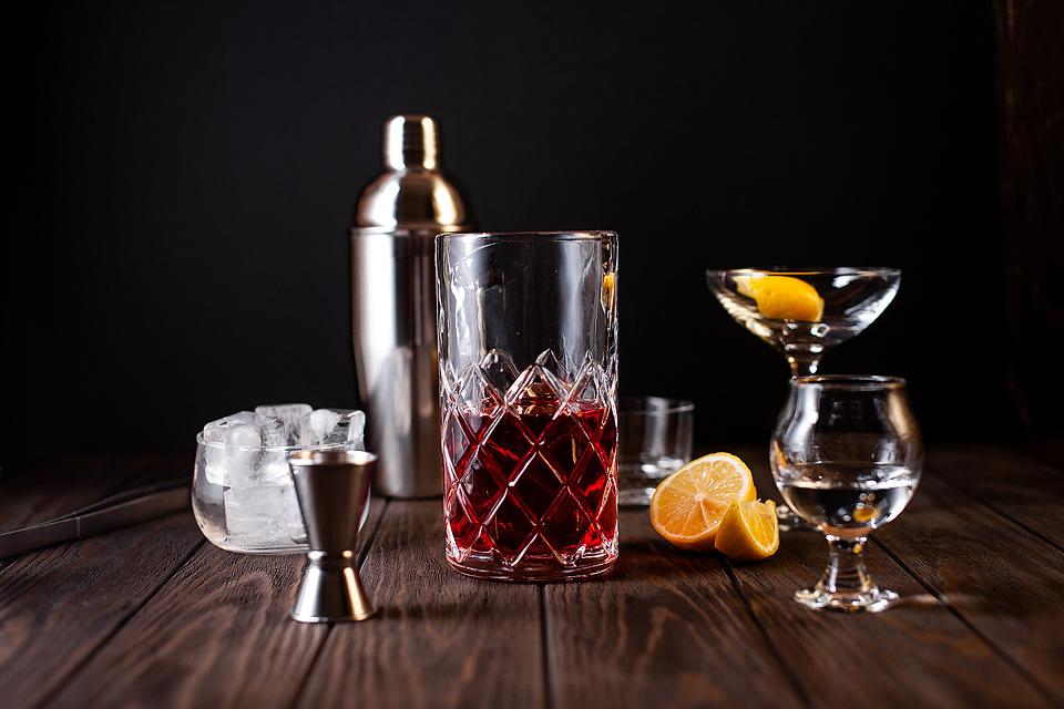 Food blogger, Bella Bucchiotti of xoxoBella, shares how to make the perfect Cranberry Cosmopolitan. This is a popular cocktail with orange liqueur.