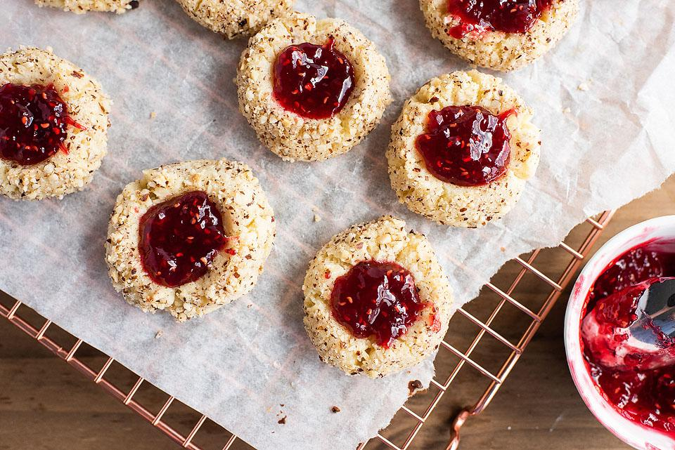 Food blogger, Bella Bucchiotti of xoxoBella, shares a recipe for raspberry hazelnut thumbprint cookies with jam. If you are looking for hazelnut cookies of raspberry jam cookies, try these!