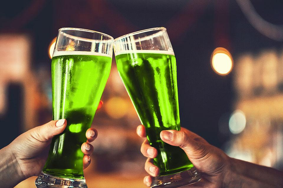 Lifestyle blogger, Bella Bucchiotti of xoxoBella, shares the best St. Patrick's Day Instagram captions or St. Patrick's puns. If you are looking for caption ideas for St. Patrick's, this is for you!