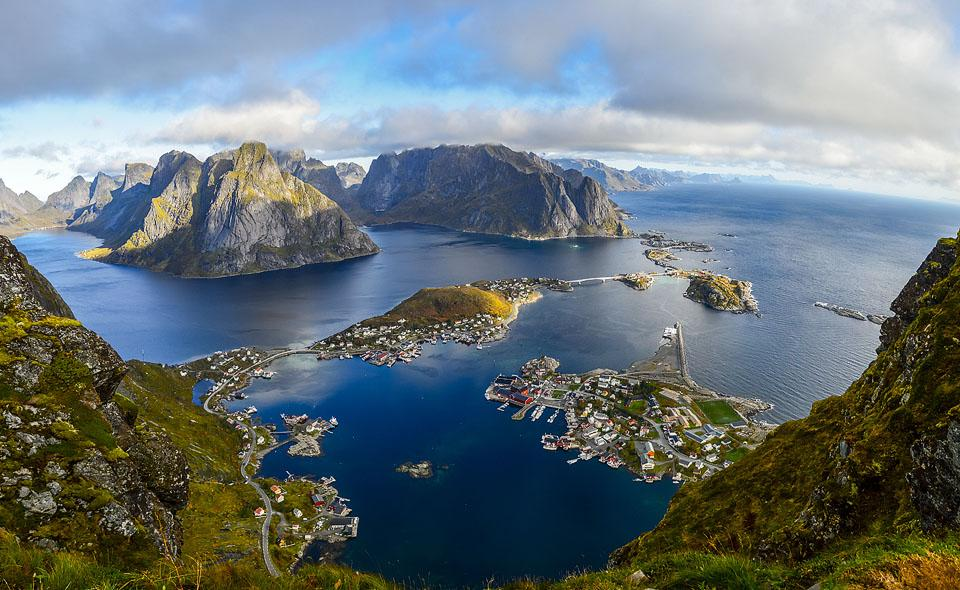 Blogger Bella Bucchiotti of xoxoBella.com shares about her trip to Northern Norway with her travel itinerary. There are tips for the best hikes in Norway and how to see the northern lights in Norway.