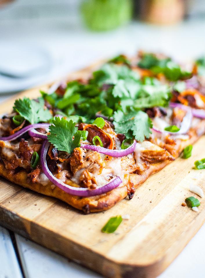 Food blogger, Bella Bucchiotti of xoxoBella, shares a recipe for BBQ chicken flatbread. You will love this easy BQQ chicken pizza!