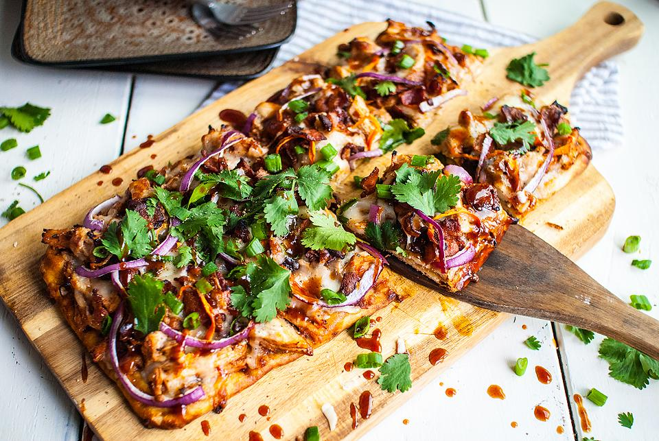 Food blogger, Bella Bucchiotti of xoxoBella, shares a recipe for BBQ chicken flatbread. You can try to make flatbread pizza at home!
