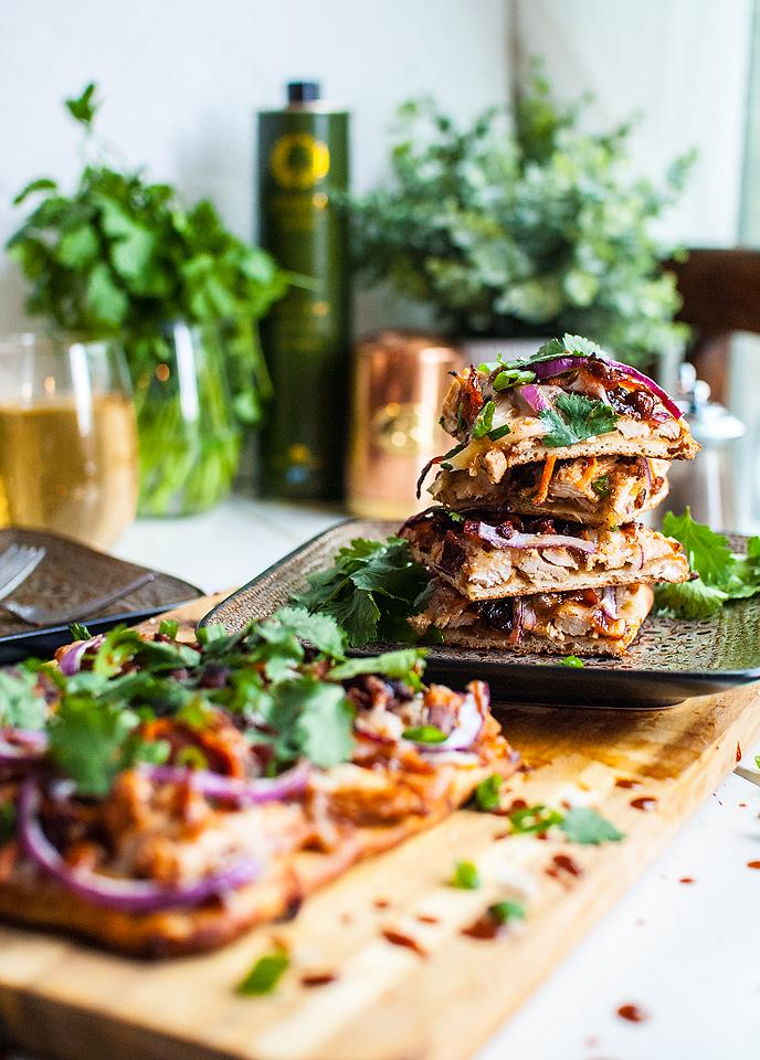 Food blogger, Bella Bucchiotti of xoxoBella, shares a recipe for BBQ chicken flatbread. You will love that it can be made in under 30 minutes!