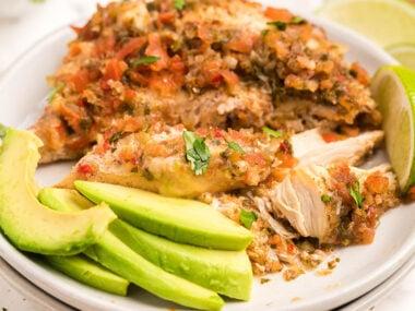 Food blogger, Bella Bucchiotti of xoxoBella, shares a recipe for slow cooker salsa fresca chicken. You will love this keto crock pot chicken.