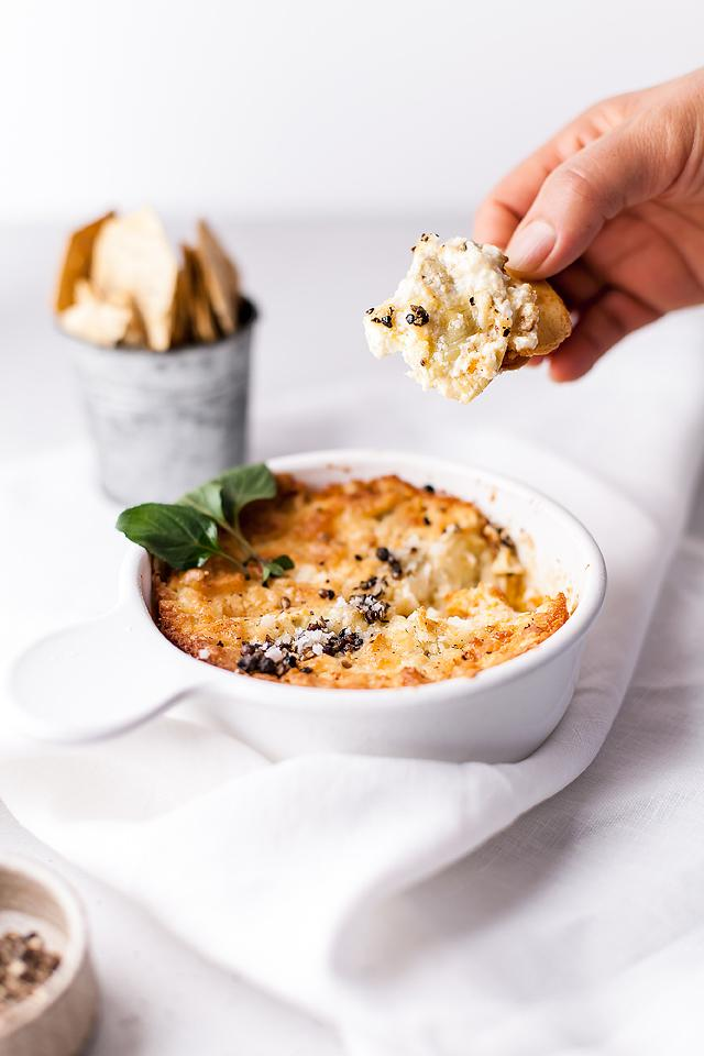 Food blogger, Bella Bucchiotti of xoxoBella, shares a baked artichoke dip recipe. You will love this easy appetizer dip recipe.