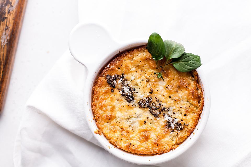 Food blogger, Bella Bucchiotti of xoxoBella, shares a baked artichoke dip recipe. You will love this recipe with artichoke hearts.