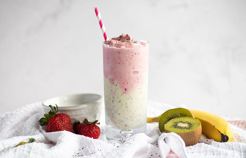 Food blogger, Bella Bucchiotti of xoxoBella, shares a recipe for a coconut strawberry kiwi smoothie. You will love this two colour smoothie.