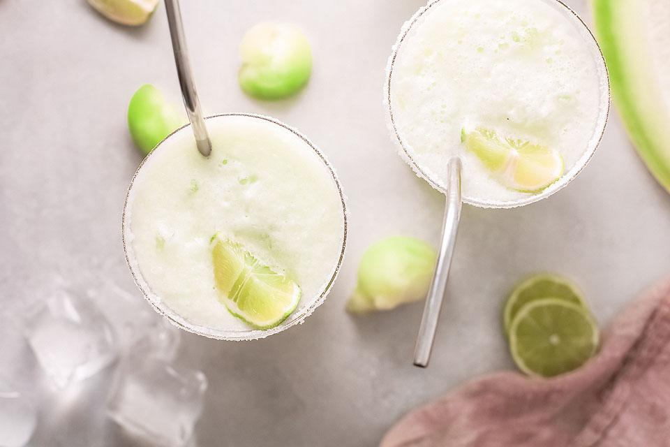 Food blogger, Bella Bucchiotti of xoxoBella, shares a honeydew melon margarita recipe. You will love this easy tequila cocktail.
