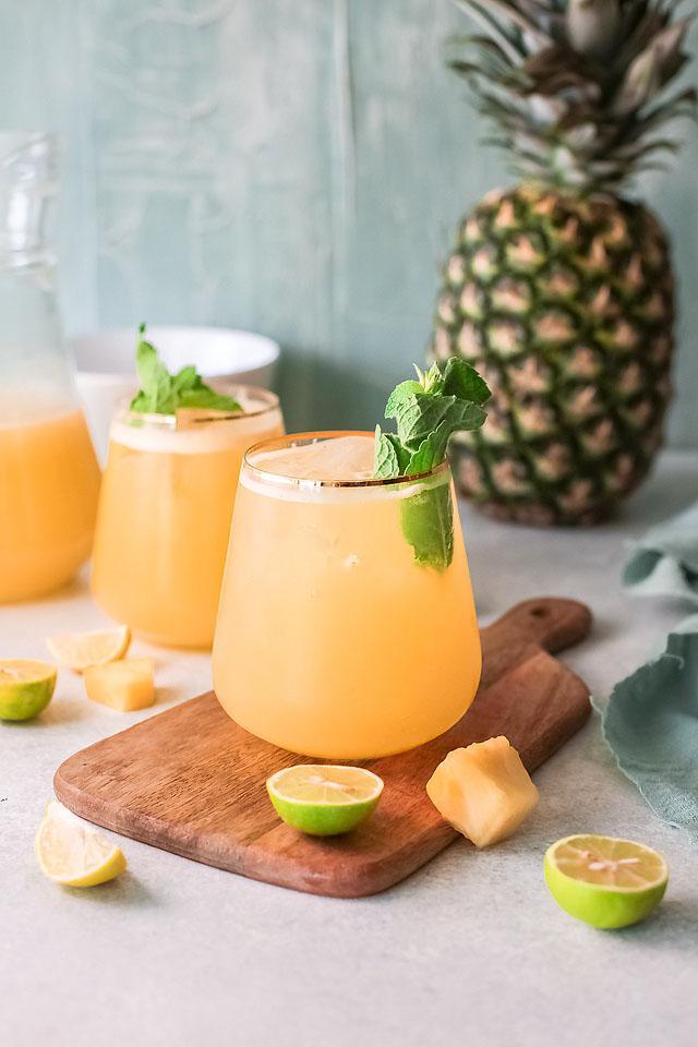 Food blogger, Bella Bucchiotti of xoxoBella, shares a pineapple agua fresca recipe. You will love this non-alcoholic drink recipe.
