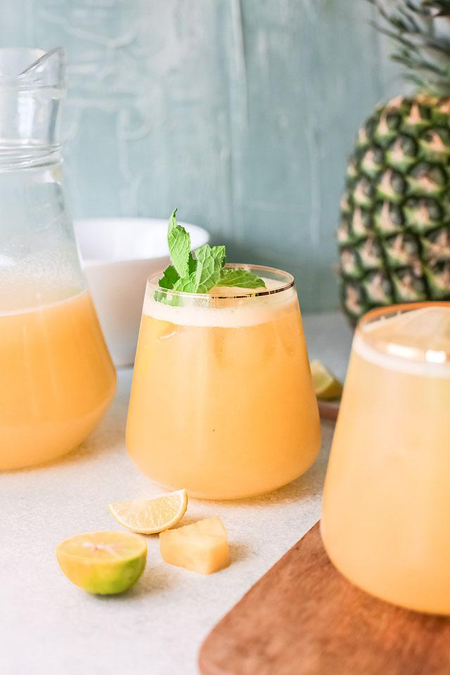 Food blogger, Bella Bucchiotti of xoxoBella, shares a pineapple agua fresca recipe. You will love this refreshing drink recipe!