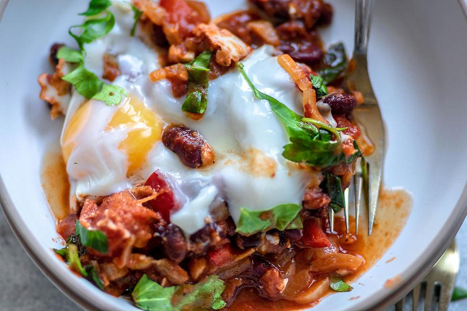 Food blogger, Bella Bucchiotti of xoxoBella, shares a recipe for spinach and red bean shakshuka. You will love this one pot meal with spinach and eggs poached in tomato sauce.
