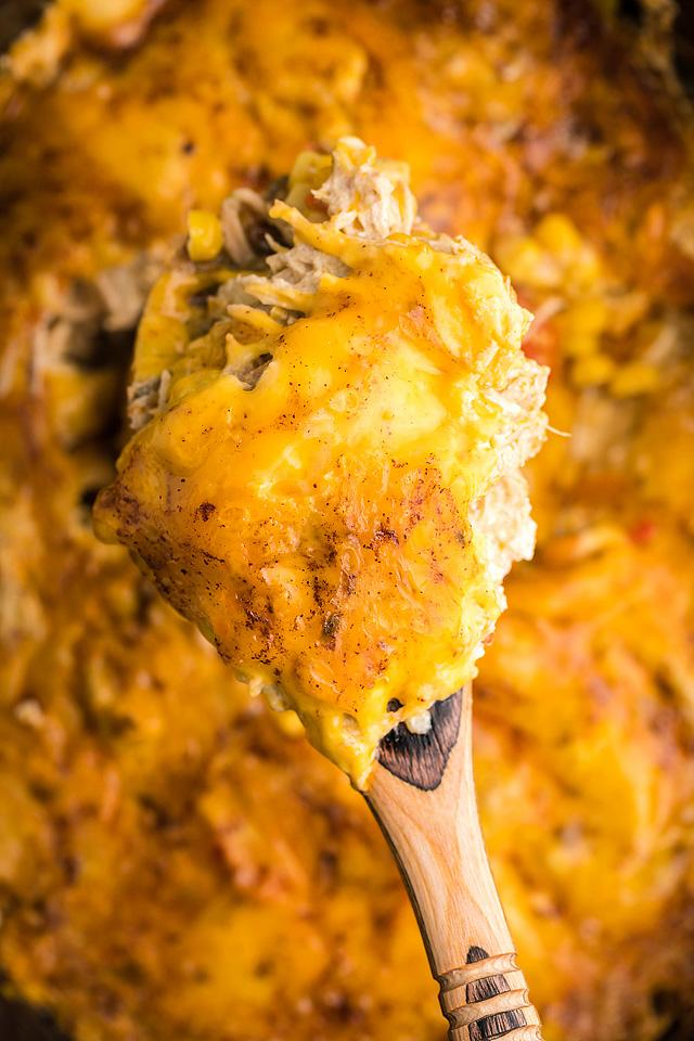 Food blogger, Bella Bucchiotti of xoxoBella, shares a slow cooker chicken enchilada casserole recipe. You will love this crock pot recipe with chicken.