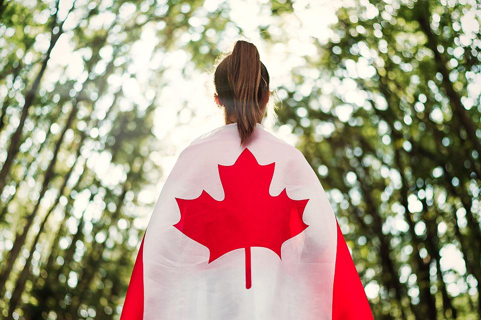 Lifestyle blogger, Bella Bucchiotti of xoxoBella, shares a list of the best Canada Instagram captions and puns. You will love these captions ideas for all your Canadian photos.