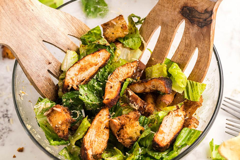 Food blogger, Bella Bucchiotti of xoxoBella, shares a recipe for blackened chicken Caesar salad.  All you need to know for how to make blackened chicken in an air fryer.