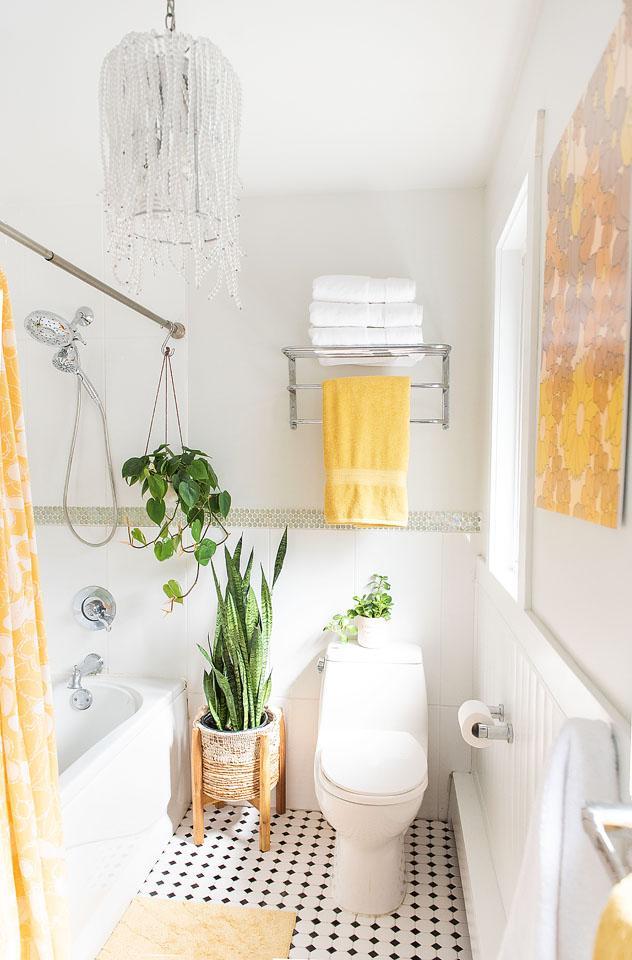 Lifestyle blogger, Bella Bucchiotti of xoxoBella, shares ideas for a bathroom refresh.