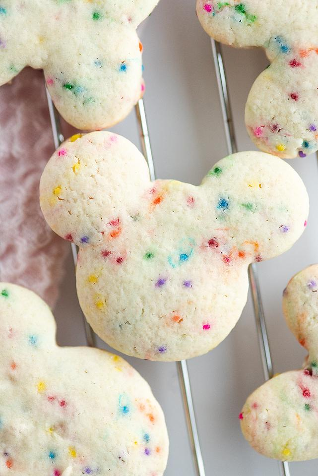 Food blogger, Bella Bucchiotti of xoxoBella, shares a recipe for Disney cookies with cream cheese sprinkle dip. You will love these sugar cookies with cream cheese dip.